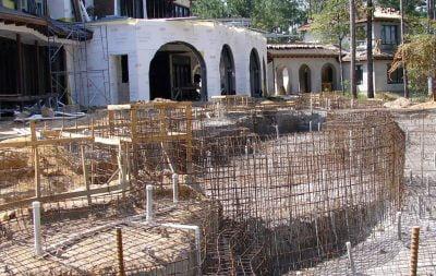 realizzazione piscine interrate posizionamento struttura armata